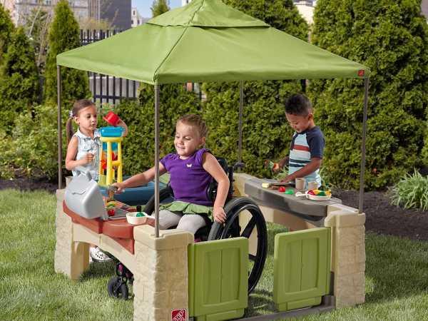 Spielhaus Terrasse mit Baldachin