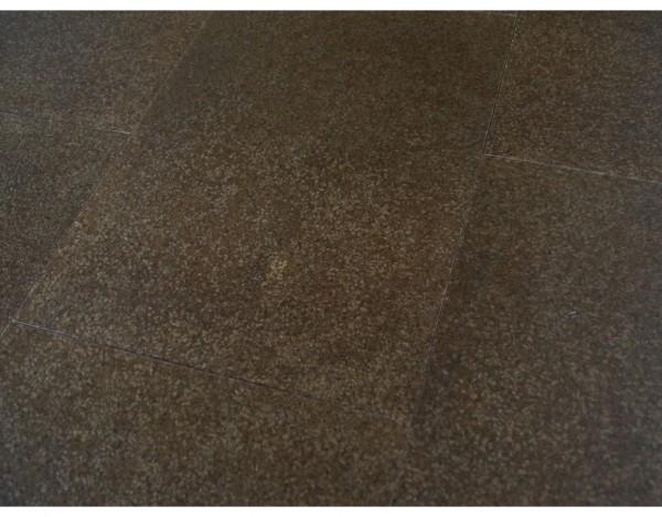 korkboden marrone mit hps oberfl che fliesenoptik dunkel fliesenoptik korkboden. Black Bedroom Furniture Sets. Home Design Ideas