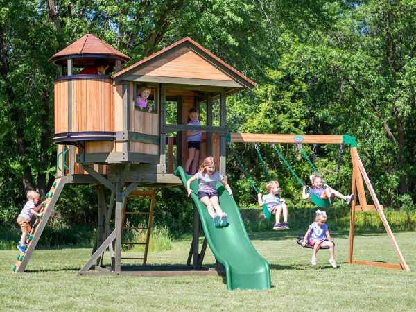 Spielturm Eagles Nest braun/grün mit grüner Rutsche
