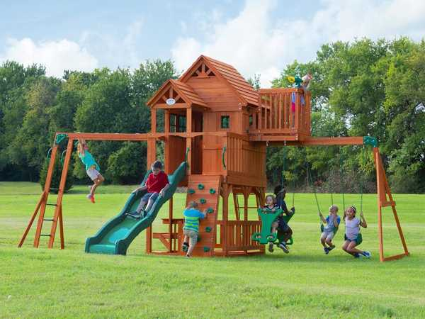Spielturm Skyfort braun/grün mit grüner Rutsche