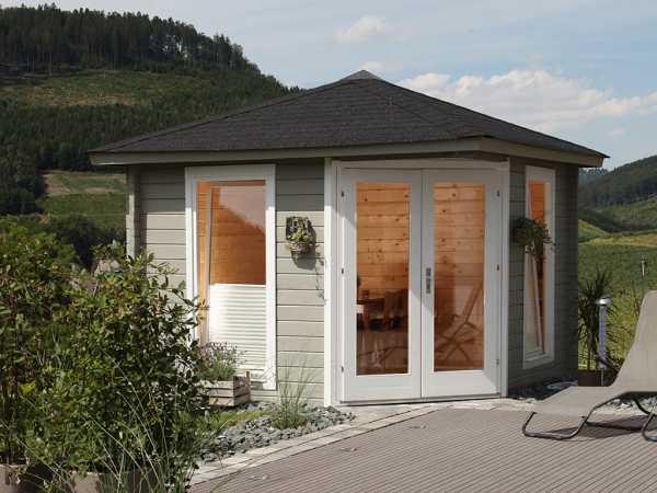 """Gartenhaus Blockbohlenhaus """"Katrin 58-A"""" 58 mm naturbelassen, inkl. Dachschindeln schwarz"""