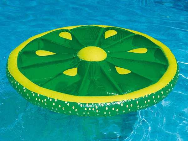 Schwimmende Limettenscheibe